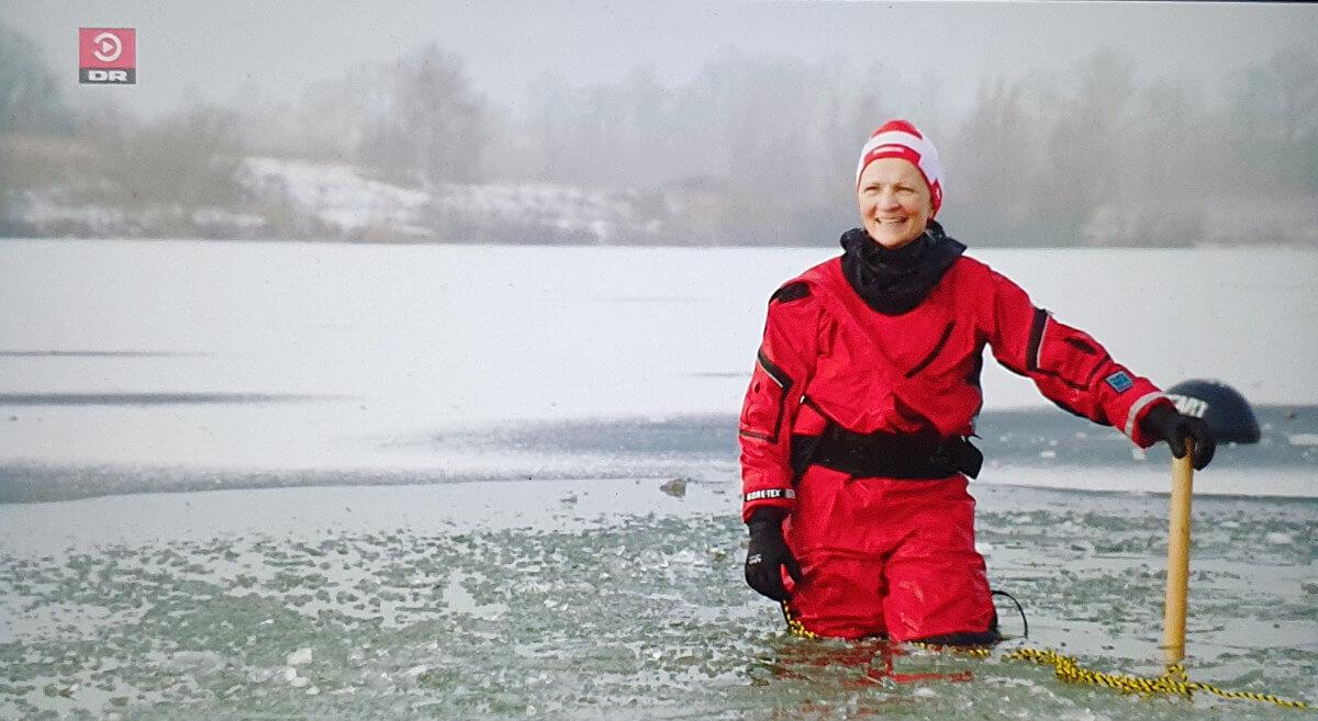 Mette BL Thomsen hugger hul i isen til Høgh og astronauten DR TV